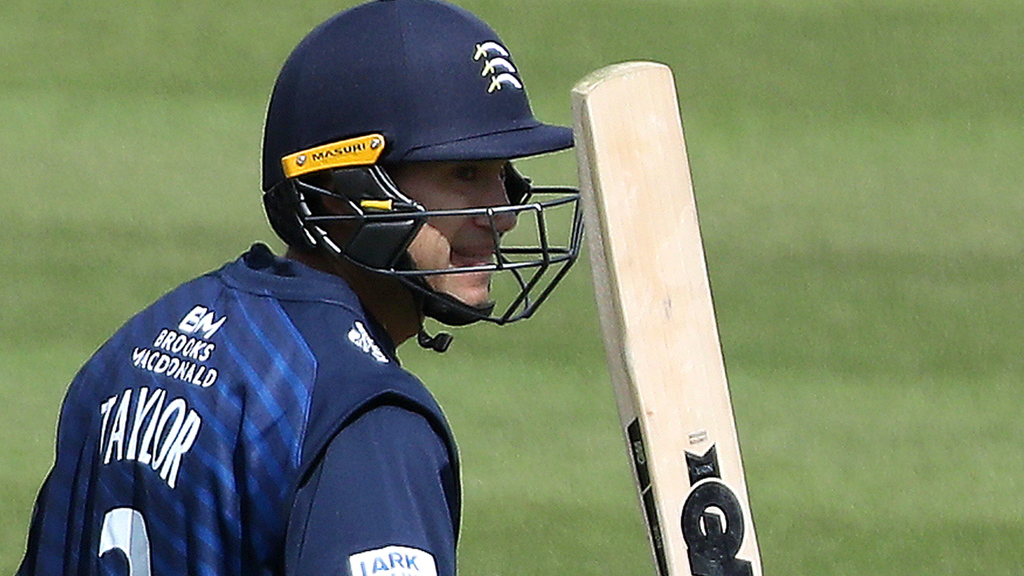 One-Day Cup: Ross Taylor shines on debut as Middlesex beat Surrey at the Oval