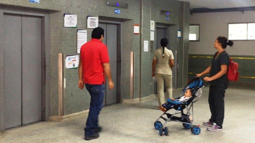 Personas en un hospital