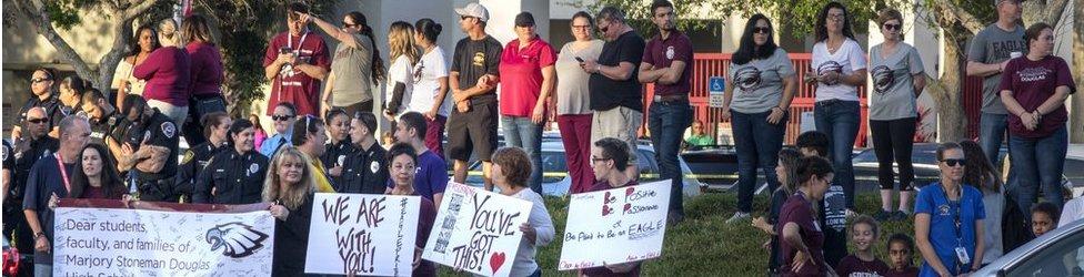 Grupos locales se han sumado a las protestas de la escuela de Parkland.