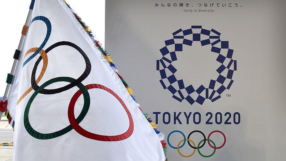 Un cartel de Tokio 2020