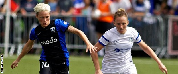 Jess Fishlock (left) & Amy Rodriguez (right)
