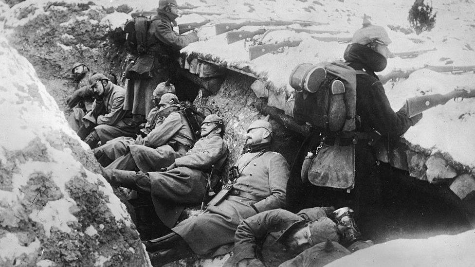 soldados alemanes en las trincheras.