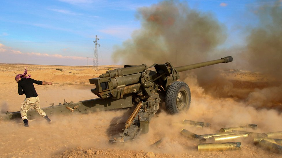 Syrian government troops fire at Islamic State group positions near Mahin, Syria (30 January 2016)