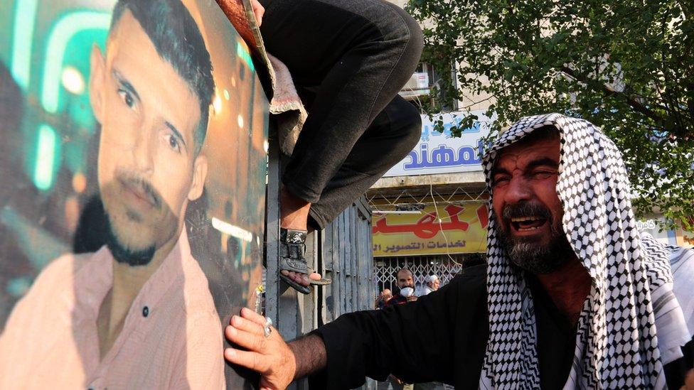 """احتجاجات العراق: من هو الطرف """"المندس"""" الذي يقتل المحتجين؟ - BBC News عربي"""