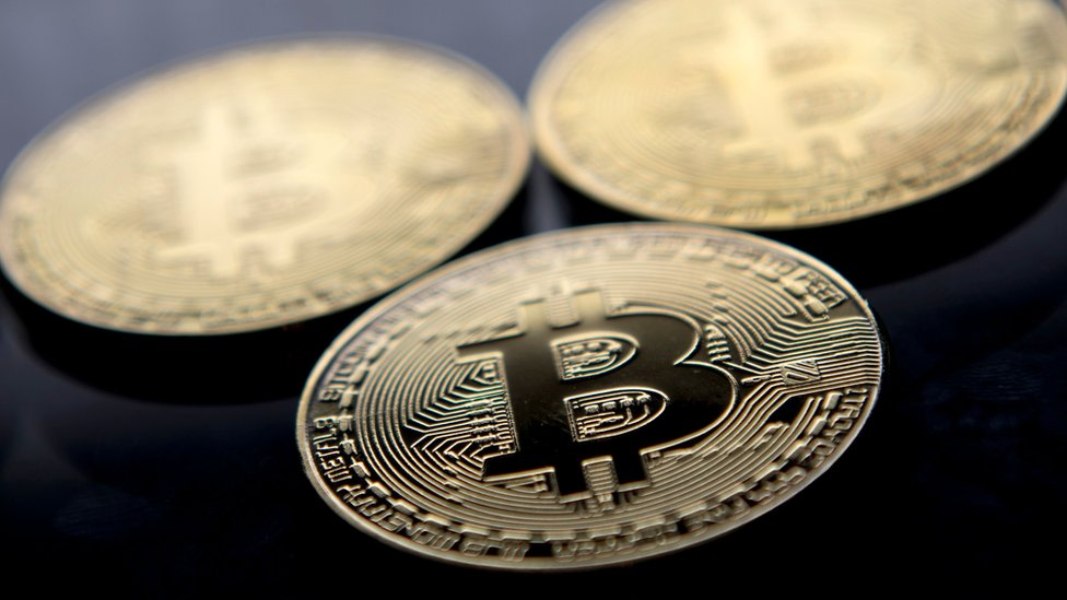 El bitcoin es una de 700 monedas virtuales o criptomonedas que existen alrededor del mundo.