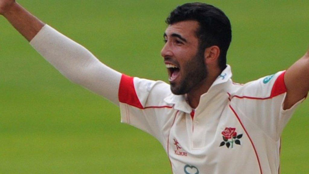 Lancashire: Saqib Mahmood and Tom Bailey sign new contracts