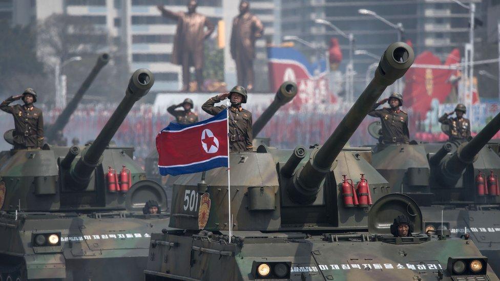 دبابات عليها جنود في استعراض عسكري في كوريا الشمالية