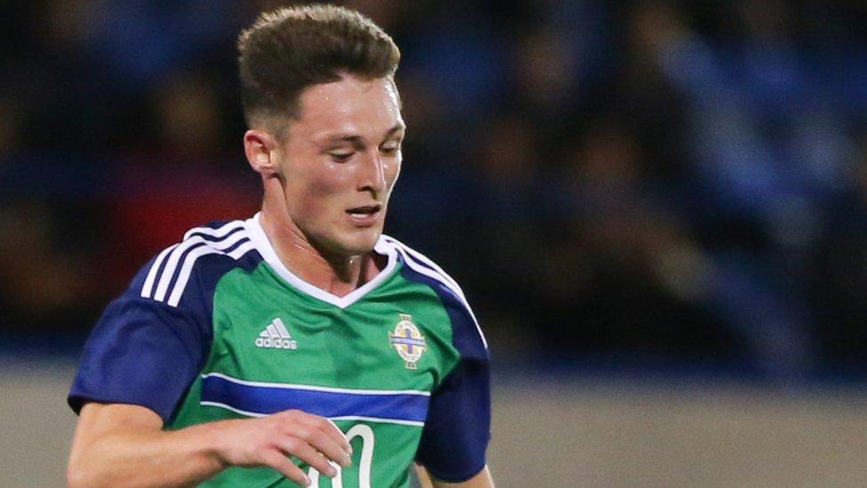 Jordan Thompson: Blackpool sign Northern Ireland midfielder