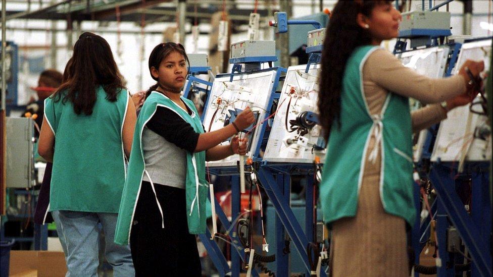 Mano de obra mexicana en una maquiladora en Tijuana.