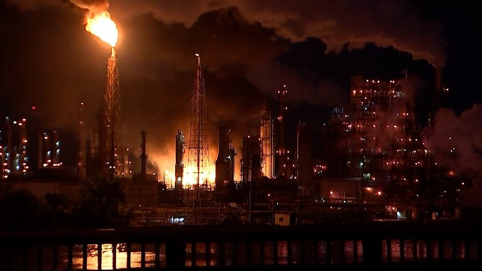 Explosions rock south Philadelphia in refinery fire