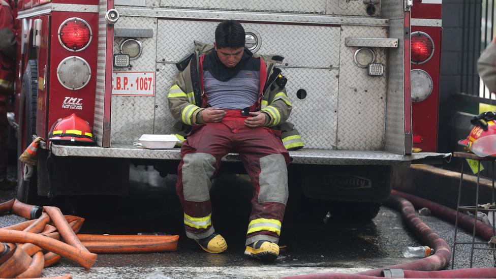 """""""La vida de los mismos bomberos estaba en riesgo"""", dice Alejandro León, comandante de los bomberos de Lima."""