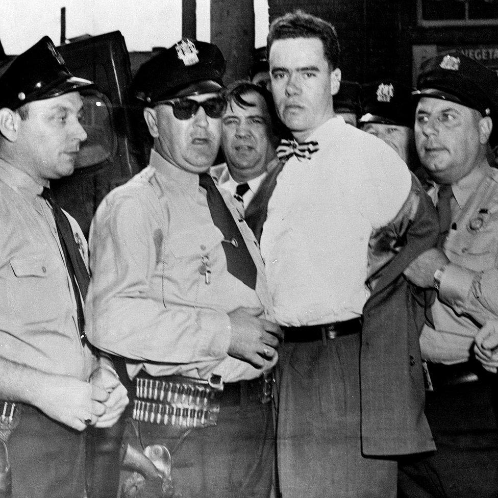 Howard Unruh, el primero del tipo de asesinos en masa que después se multiplicaron, siendo arrestado poco después de que terminó lo que se conoce como