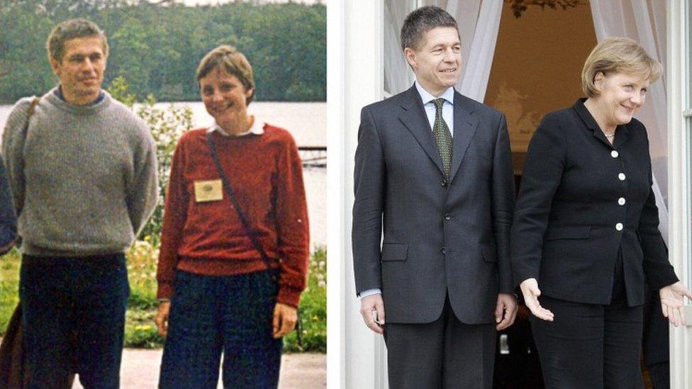 Angela Merkel y su esposo Joachim Sauer in 1989 y en 2007