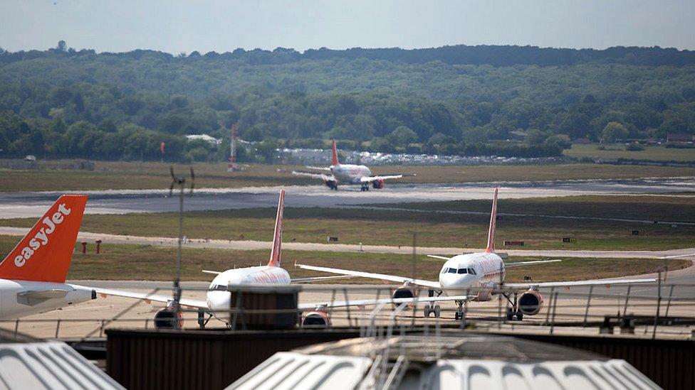 El uso de aeropuertos secundarios es uno de los secretos para ahorrar gastos es uno de los secretos de las líneas de bajo costo.