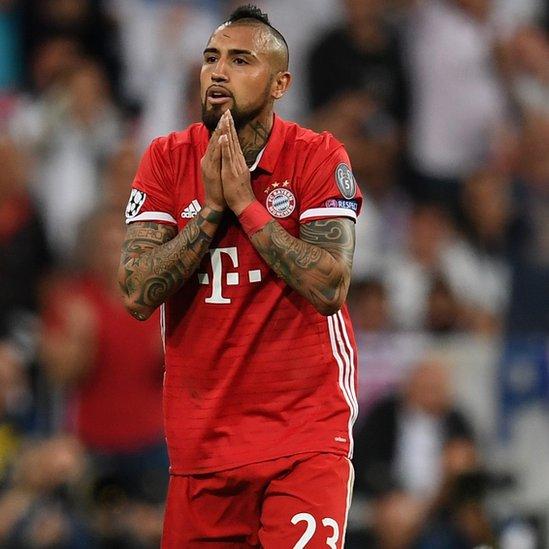 """Vidal, protagonista por lo bueno y lo malo de la eliminatoria, calificó de """"robo"""" la derrota del Bayern Múnich."""