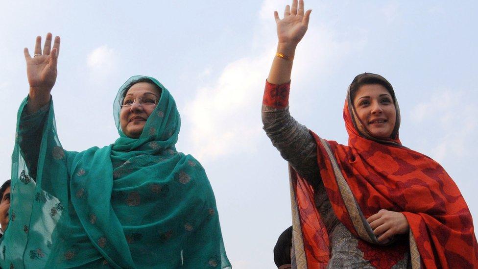 مريم شريف (على اليمين) ووالدتها كلثوم شريف (على اليسار)