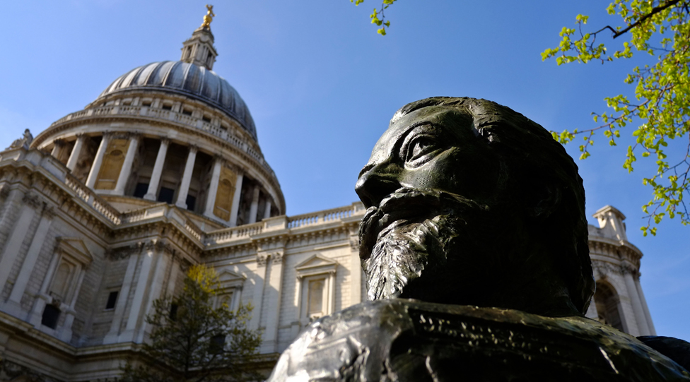 Statue of John Donne outside St Paul's Cathedral