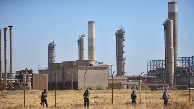 تقول القوات العراقية انها سيطرت على المواقع الحيوية في كركوك بعد انسحاب البيشمركة