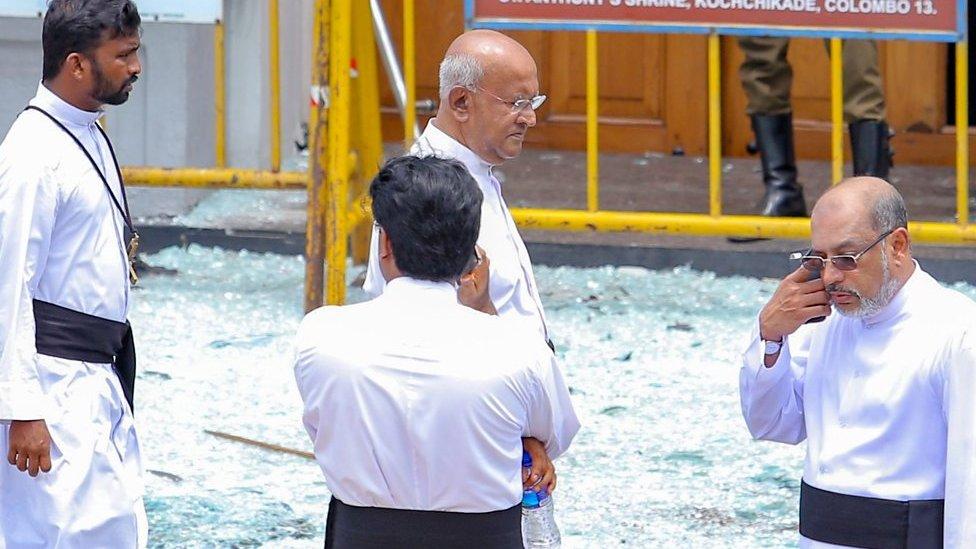 سری لنکا میں یکے بعد دیگرے متعدد بم دھماکوں میں کم از کم 207 افراد ہلاک