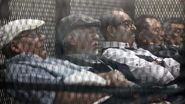 Los cinco militares acusados en el juicio por el caso Molina Theissen (Foto: Prensa Comunitaria)