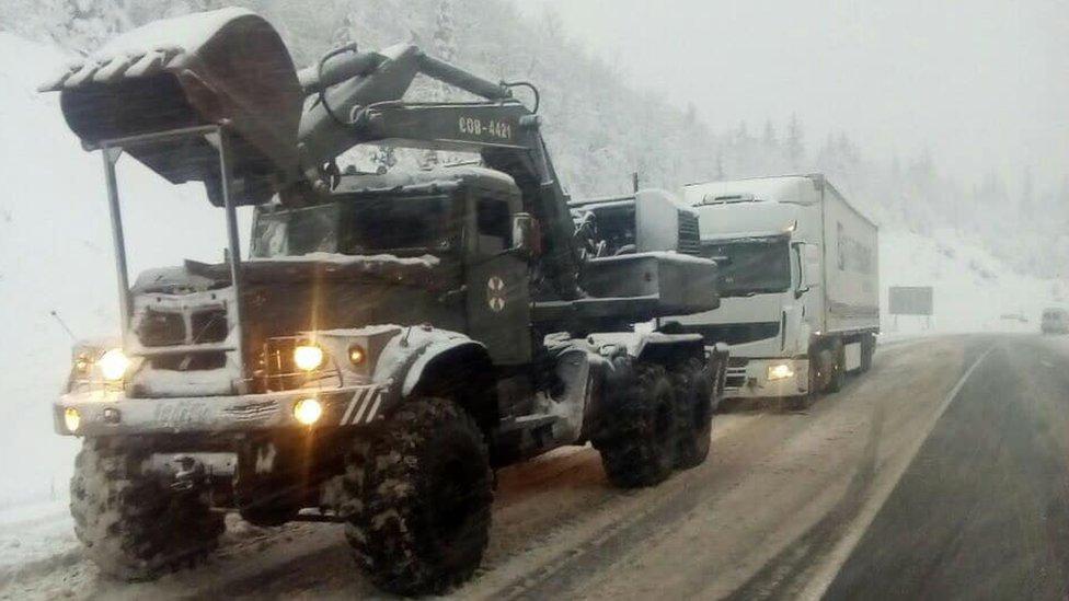 Через снігопади в Україні знеструмлено близько 400 міст і сіл