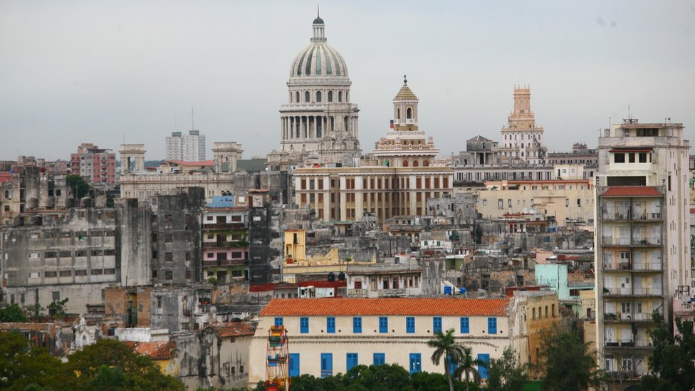 The US and Cuba will on Wednesday announce the opening of embassies in each other's capitals, a senior US official says.