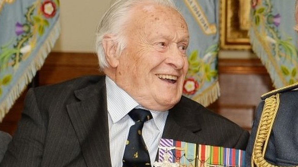 Battle of Britain RAF Spitfire pilot Geoffrey Wellum dies