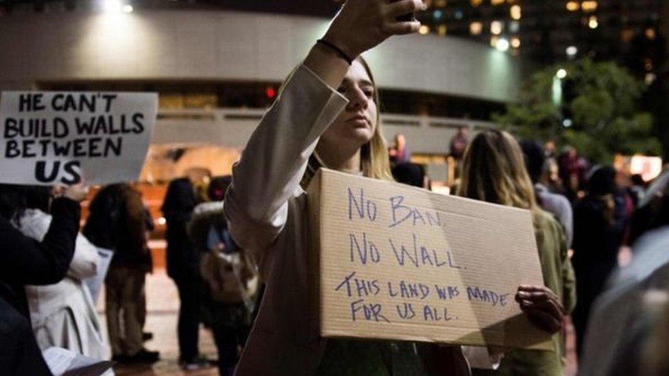 محتجون في لوس أنجيليس