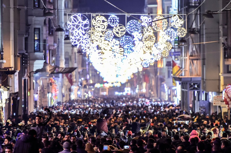 Revellers bid farewell to 2017 as they gather to celebrate New Years in Istanbul on December 31, 2017.