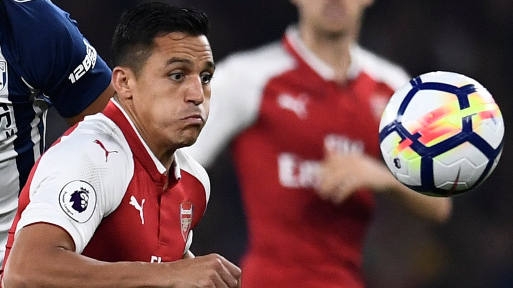 Pulis accuses Arsenal's Sanchez of cheating