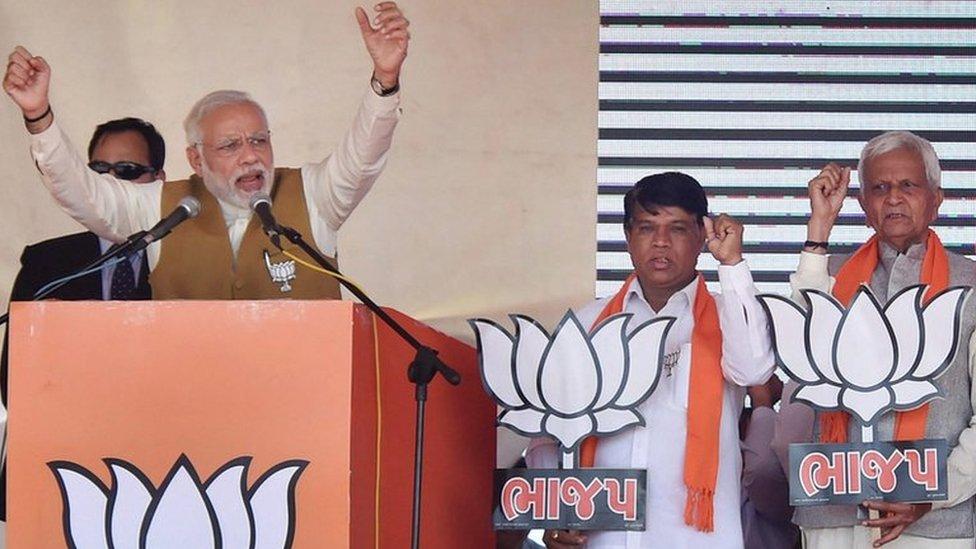गुजरात चुनाव में इस बार 'हिंदुत्व' का मुद्दा कहां गया?