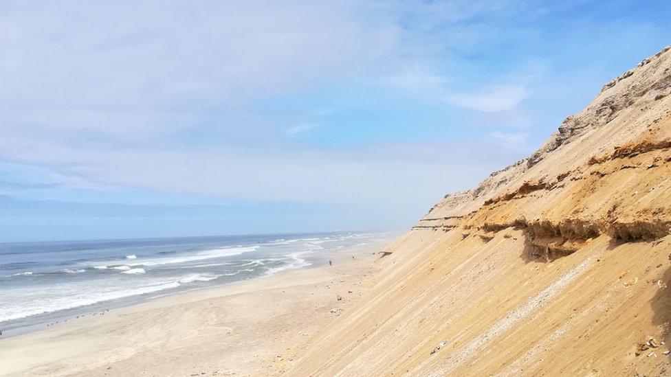 Para llegar a la única playa costera de Bolivia hay que bajar una empinada cuesta (Foto: Stefania Gozzer)