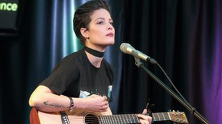 Halsey reveals miscarriage while on tour