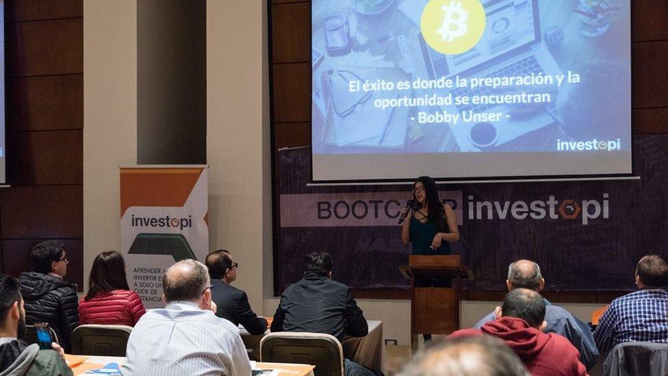 Algunos expertos aseguran que hay interés por invertir en el bitcoin en todos los niveles socioeconómicos. Desde universitarios hasta grandes inversores. (Foto: Investopi)