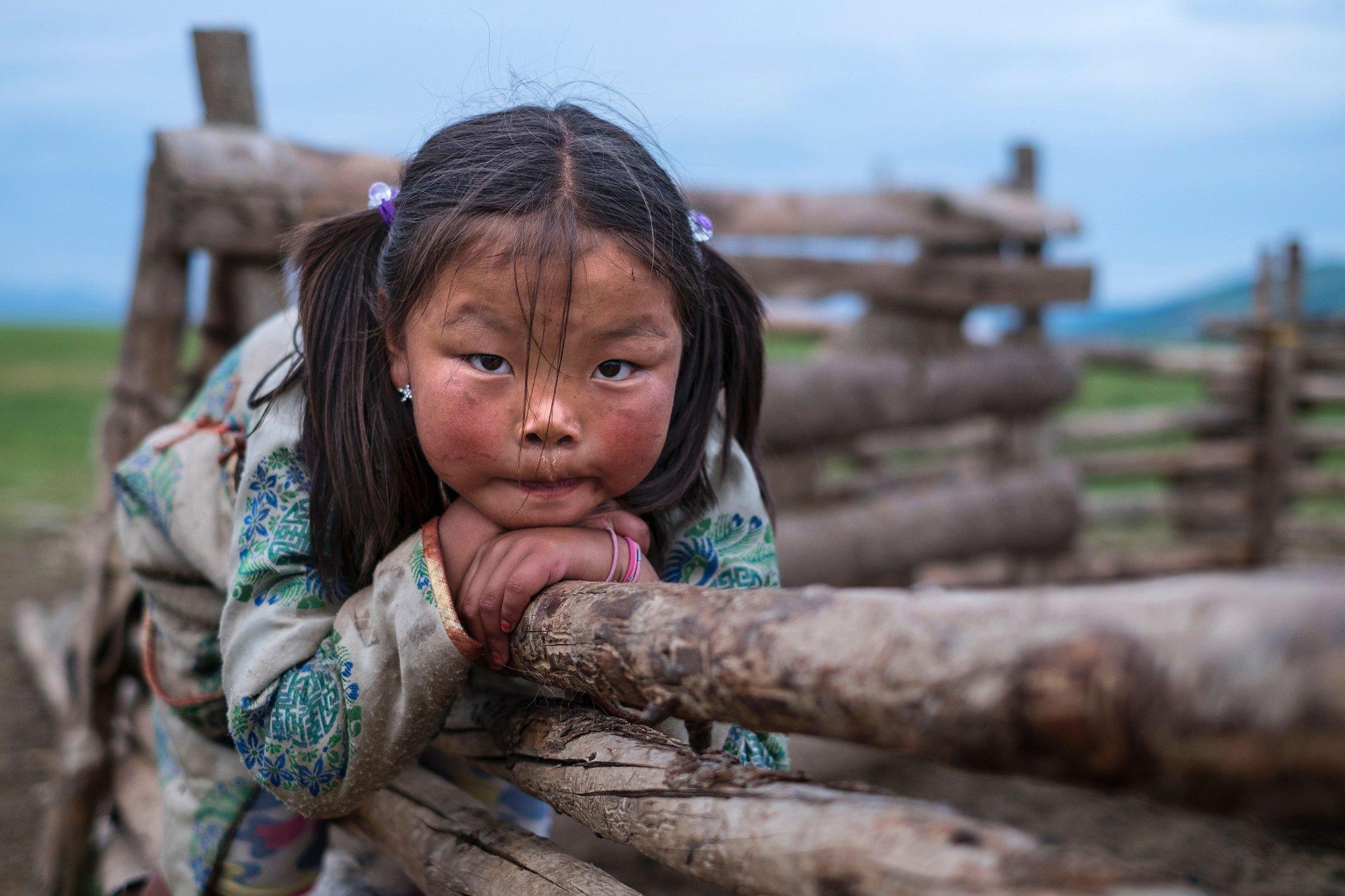 niña en Mongolia