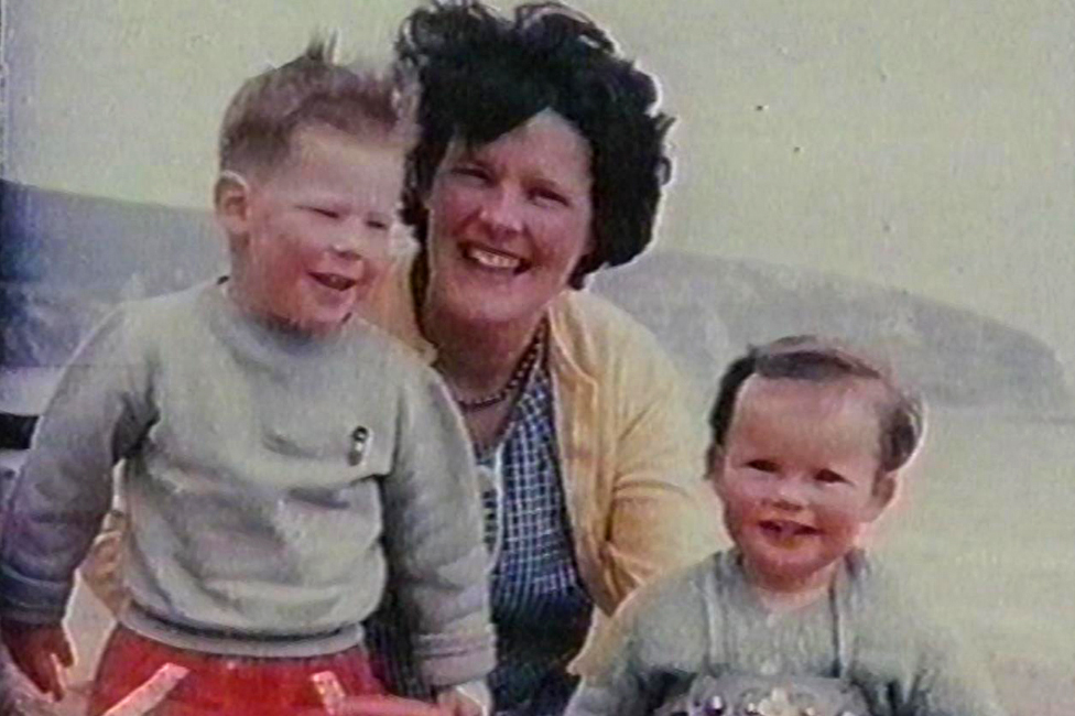 Anthea y sus dos hijos mayores, Jonathan y Christine. Foto: Anthea Ring.