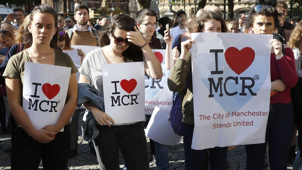 <![CDATA[Manchester attack: Albert Square 'vigil of peace']]>