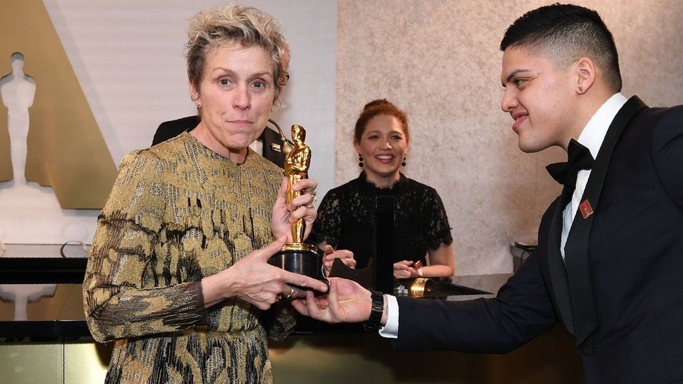Frances McDormand con su premio oscar
