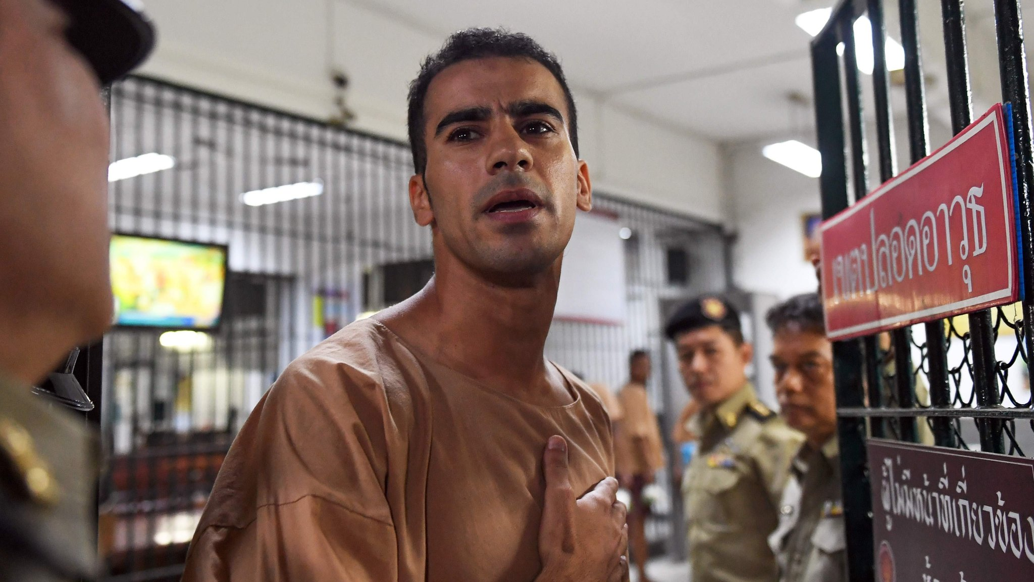 Hakeem al-Araibi: Thailand to free refugee footballer