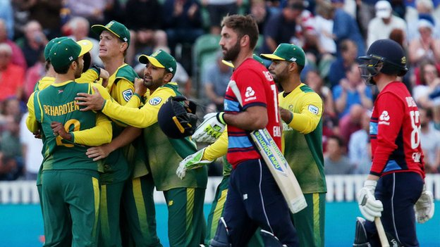 South Africa level T20 series with dramatic win - report & highlights
