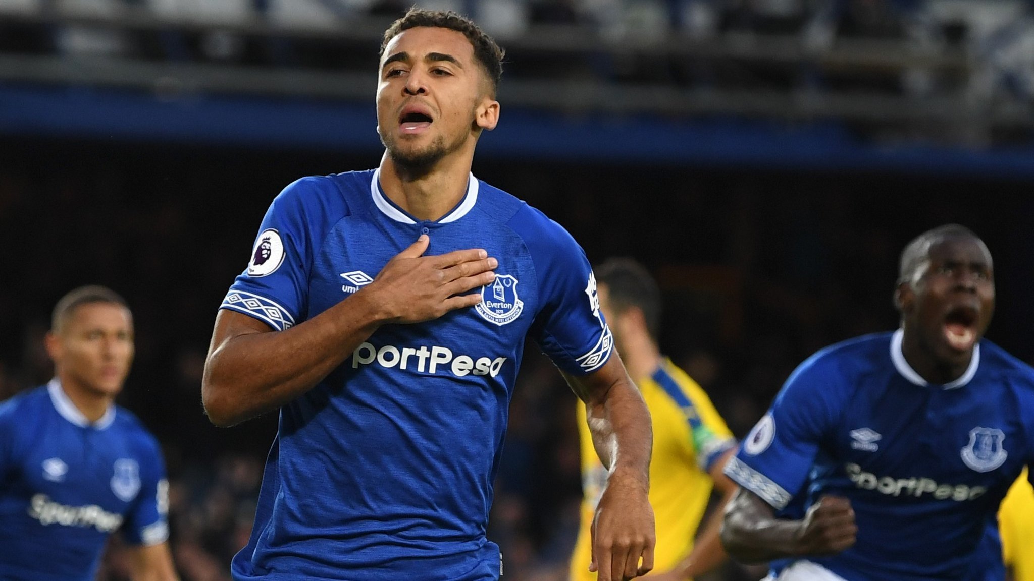 Everton 2-0 Crystal Palace: Hosts score twice in last three minutes