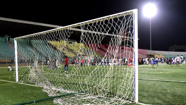 سینیگال: تماشائیوں میں تصادم کے بعد فٹبال سٹیڈیم کی دیوار گرنے سے آٹھ افراد ہلاک، 49 زخمی