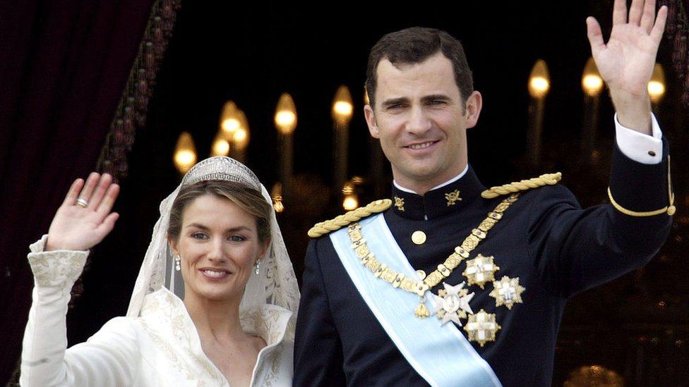 En 2004, el entonces príncipe Felipe se casó con Letizia Ortiz.