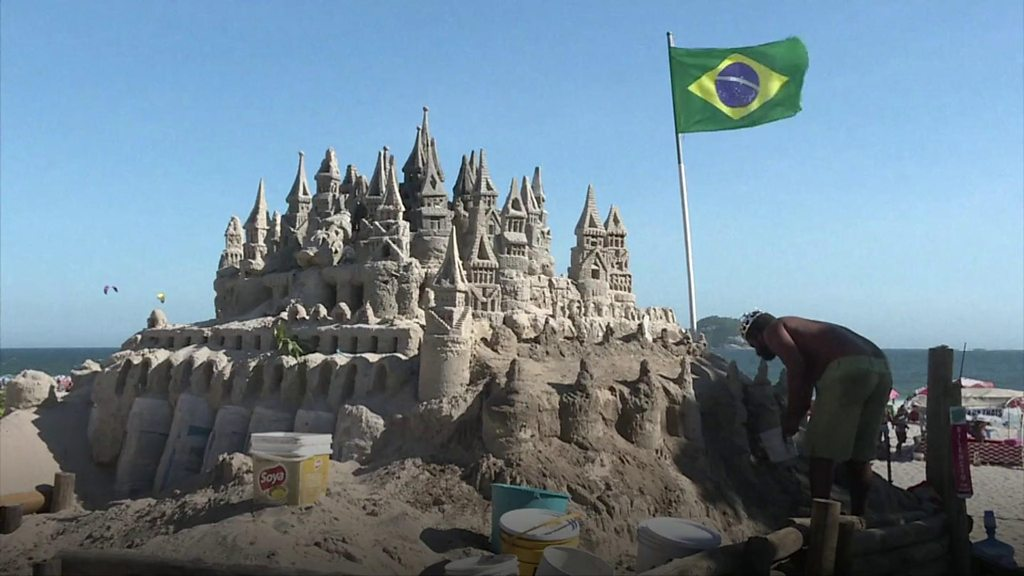 The Brazilian man who lives in a sandcastle