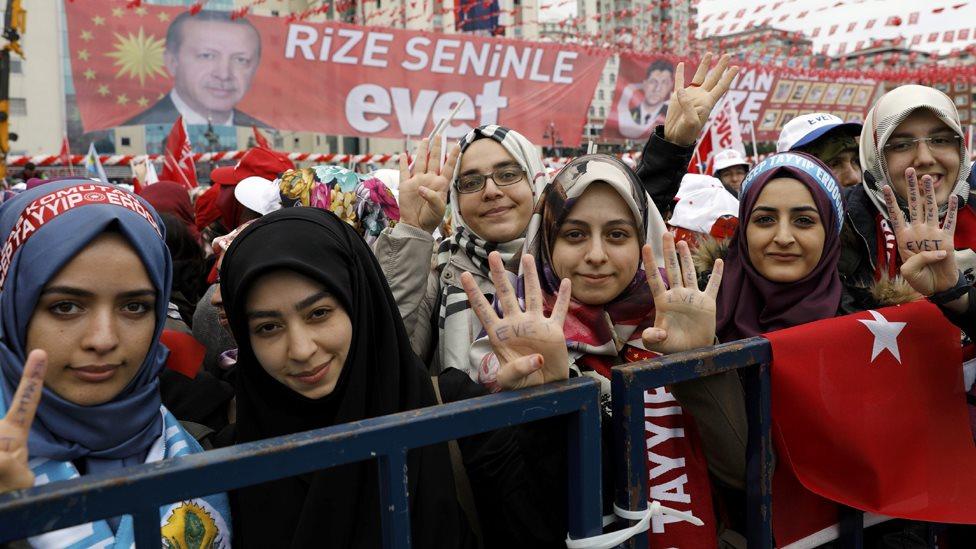 طالبات بإحدى الجامعات في بلدة ريزة التركية