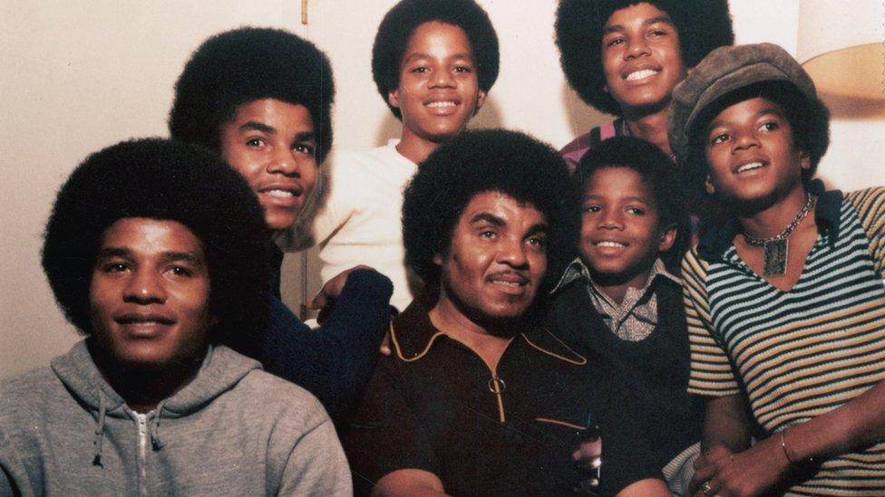 "Michael Jackson abusó de nosotros cientos de veces"" - BBC News Mundo"