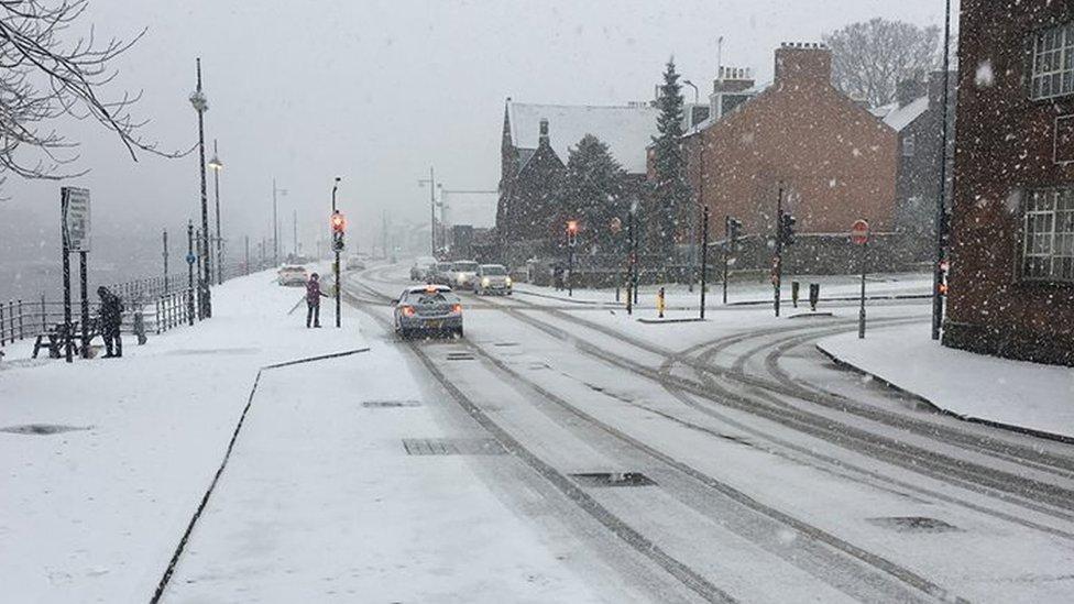 Travel warning as heavy snow hits Scotland