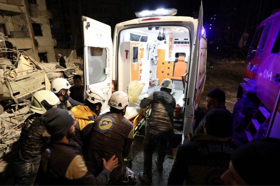 هرعت فرق الاسعاف إلى موقع الانفجار في مدينة إدلب التي تسيطر عليها المعارضة