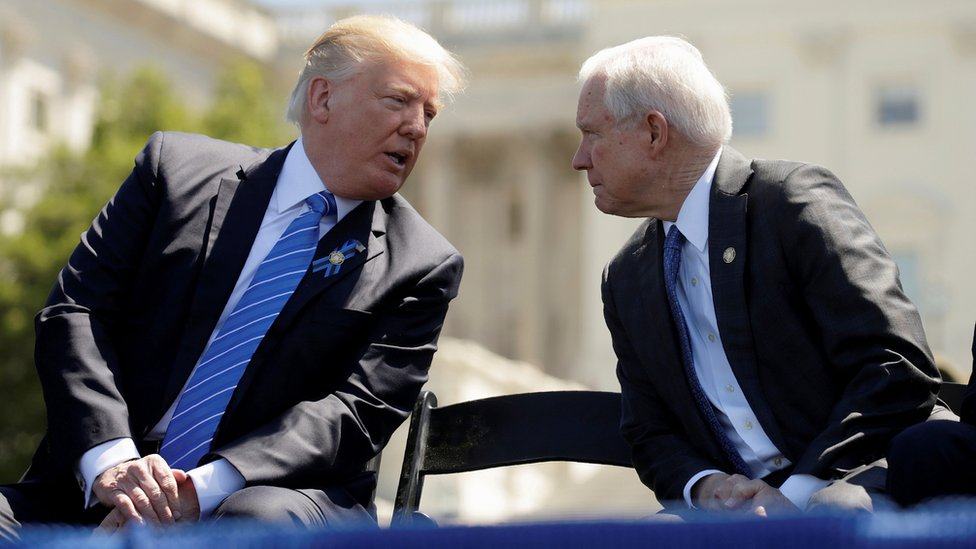 """ترامب يتهم وزير العدل الأمريكي """"بالضعف"""""""
