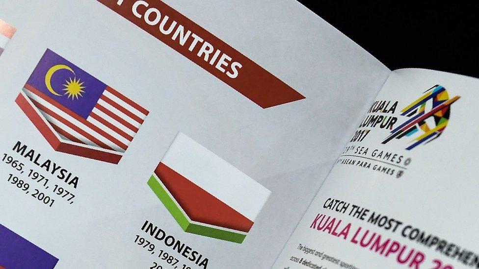 """ماليزيا تعتذر عن طبع علم إندونيسيا """"مقلوبا"""" في كتاب تذكاري"""